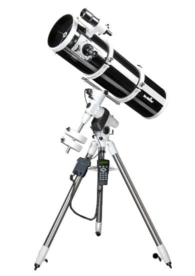 Sky-Watcher Newton 200 EQ5 SynScan